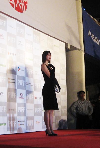 盘点:中国女星闪耀釜山电影节红毯(组图)