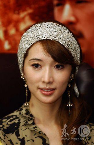 组图:《赤壁》下广东首映林志玲赵薇窃窃私语
