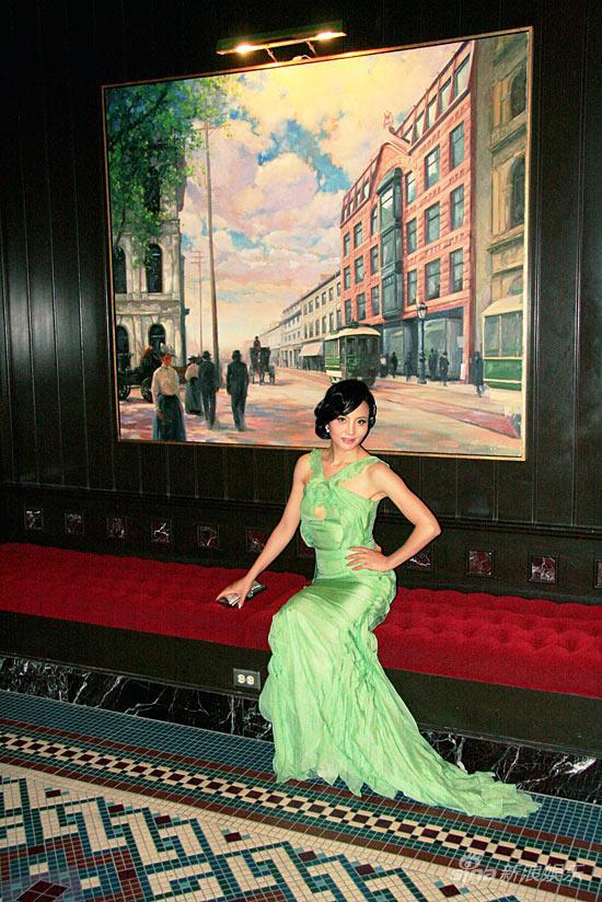 组图:陶红亮相蒙特利尔绿色晚装尽现东方魅力