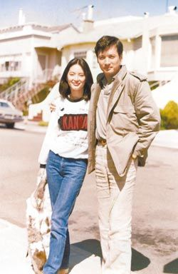 林青霞(左)曾与秦祥林短暂订婚,但仍未能结成连理。