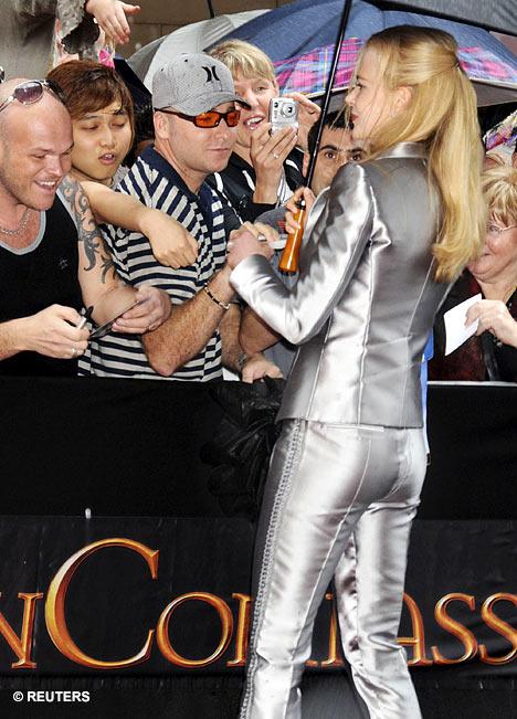 基德曼怪异服装让《黄金罗盘》首映式影迷疯狂