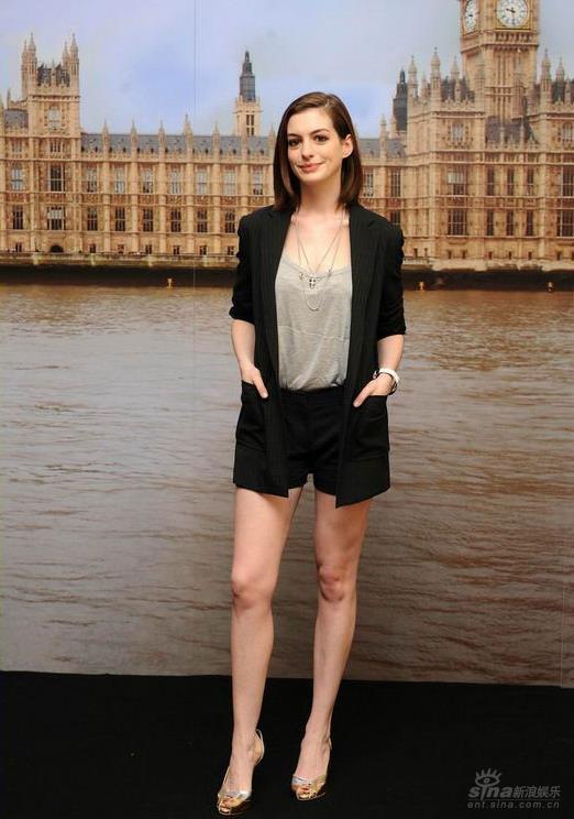 《糊涂侦探》伦敦宣传海瑟薇拒答私人问题(图)
