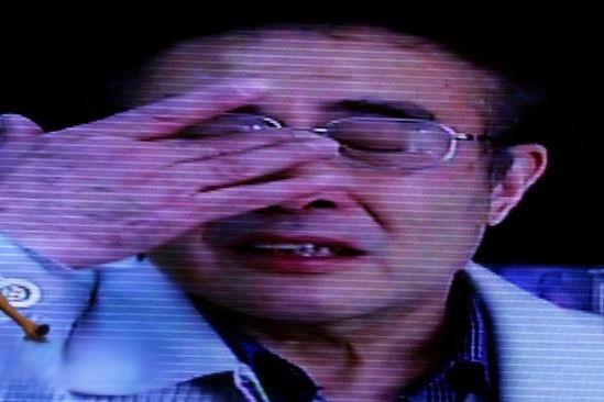 陆川《南京南京》首映录制感动掩面落泪(图)