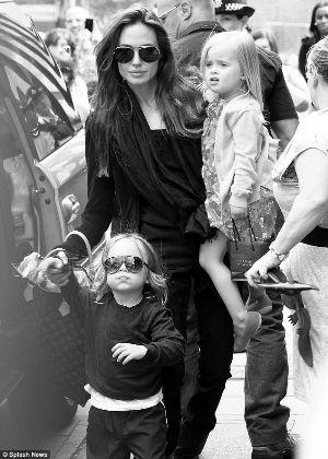 最后一部《哈利・波特》电影有多热?就连正在伦敦的安吉丽娜・茱莉,前天都带着孩子们前去观影。