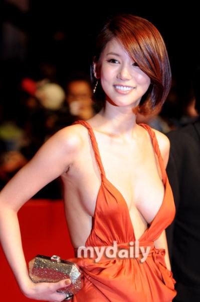 釜山时尚点评:前胸后背女星裸露大不同(组图)