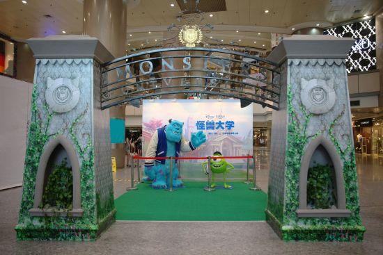 《怪兽大学》毛怪与大眼仔来到上海