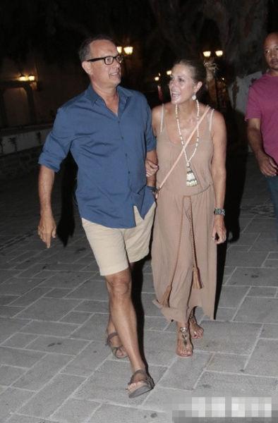 汉克斯与妻子结婚26年