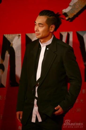 图文:《集结号》首映红毯赵文卓表情冷峻