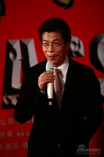 图文:《集结号》首映红毯王中军开心贺冯小刚