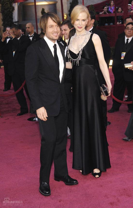 图文:妮可-基德曼与老公亮相--郎才女貌