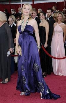 图文:凯特-布兰切特缎面礼服显奢华仰面微笑