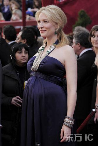 图文:凯特-布兰切特紫色绸缎长裙亮相孕味十足