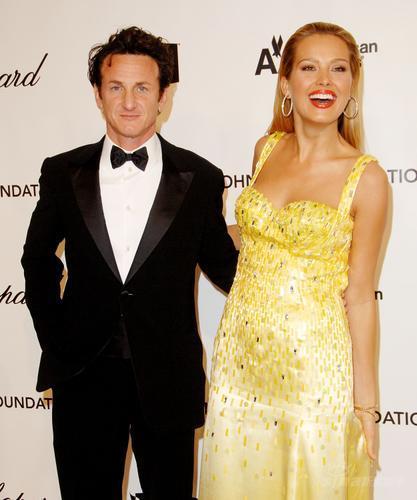 图文:奥斯卡赛后派对--西恩潘与名模内姆科娃