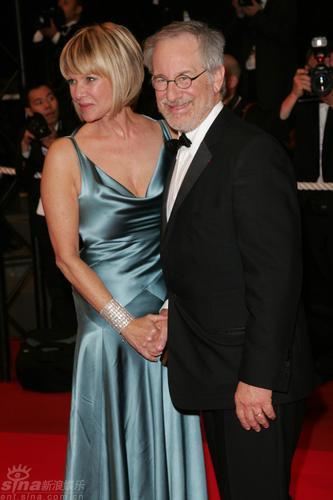 图文:《夺宝奇兵4》首映-斯皮尔伯格与妻子