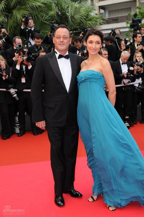 图文:戛纳闭幕红毯让-雷诺和娇妻
