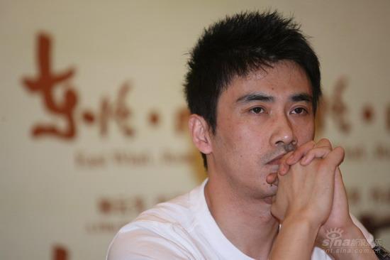 图文:《东风雨》上海发布会-柳云龙发呆