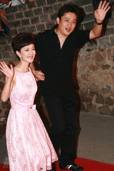 图文:龙的传人颁奖典礼红毯--北京台主持人