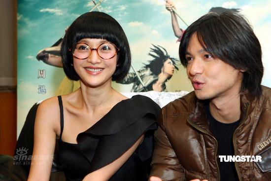 图文:《女人不坏》上海首映--周迅与冯德伦