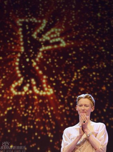 图文:柏林电影节开幕--斯文顿和大银幕小金熊
