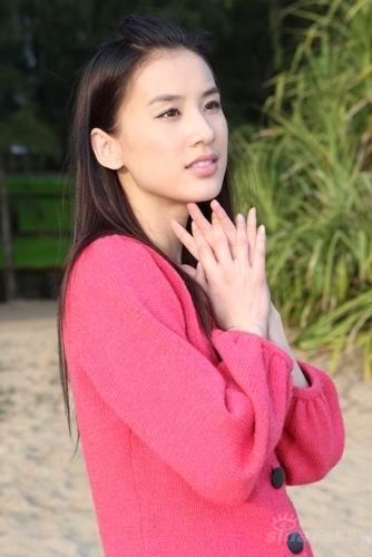 图文:探班《寻找刘三姐》--黄圣依如邻家女孩