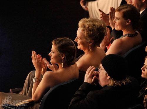 图文:奥斯卡颁奖--斯特里普母女同排而坐