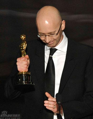 图文:奥斯卡颁奖--《贫民富翁》获最佳剪辑