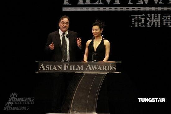 图文:亚洲电影大奖现场-陈冲与奥利弗-斯通