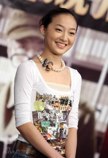 图文:《邓稼先》首映--张菲菲青春俏丽
