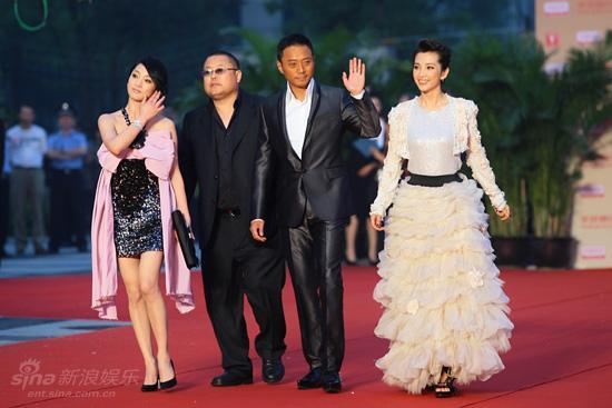 图文:上海电影节开幕--导演高群书偕主演
