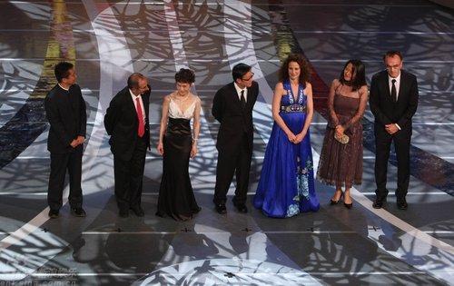 图文:上影节开幕--丹尼鲍尔(右一)领衔评审团