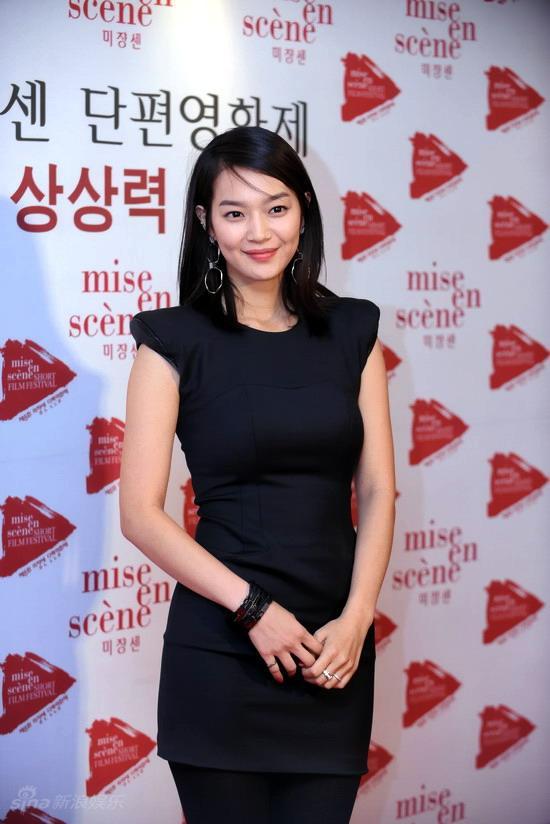 图文:韩国短片电影节开幕--申敏儿性感高雅