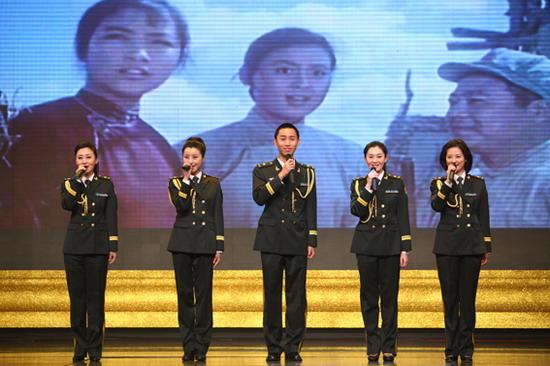 图文:《寻找成龙》首映-军旅歌手献歌