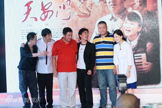 图文:《天安门》官网上线-主创开怀笑容