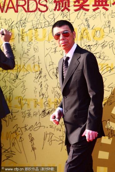 图文:第13届华表奖红毯-冯小刚签名