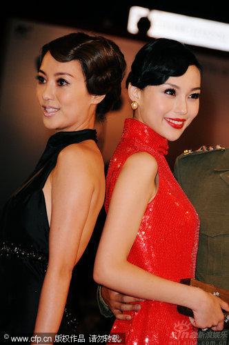 图文:《泪王子》首映红毯-两女星竞艳