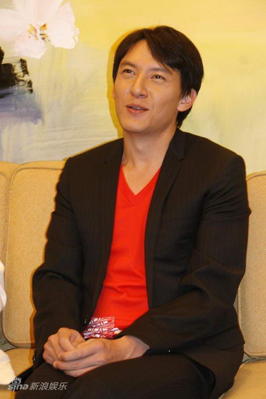 据悉,张震首次在影片中饰演盲人,将和张雨绮上演浪漫感情戏.