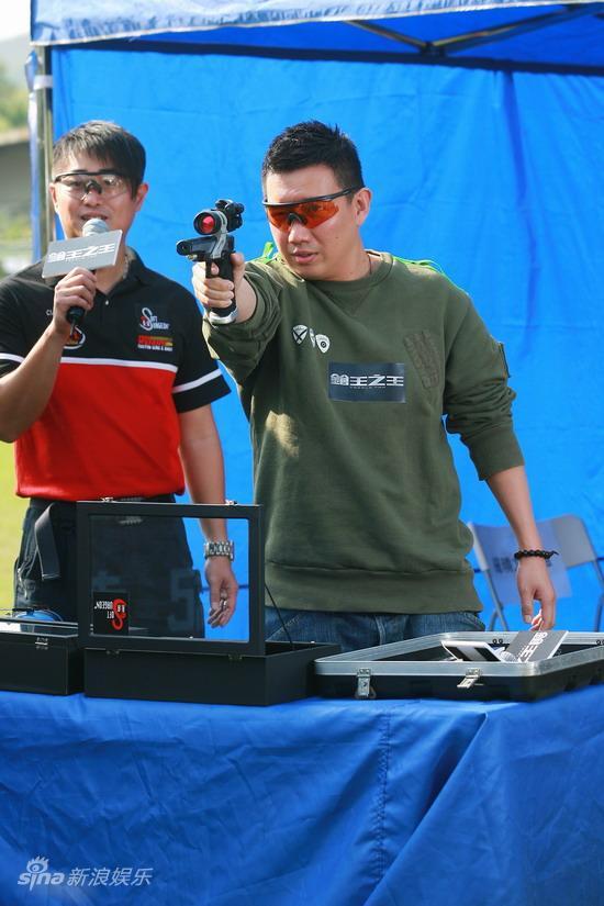 图文:《枪王之王》杀青-杜汶泽射击