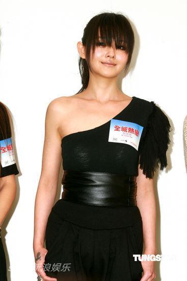 图文:《全城热恋》香港发布会--大S中性装装扮