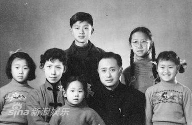 图文:顾也鲁资料图片-全家福