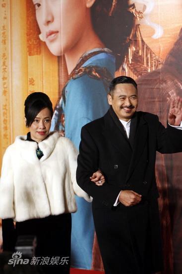 图文:《孔子》首映庆典-发哥携妻走红毯