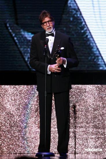 图文:亚洲电影大奖-阿米达-巴彻获终生成就奖