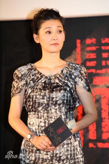 图文:《大地震》台湾首映-徐帆气质不俗
