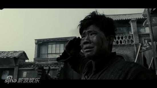图文:《喋血孤城》公映-谢孟伟空城中呼喊