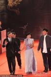 组图:成龙张艾嘉李安一起亮相金马奖红毯