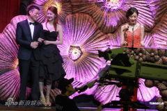 组图:倪妮夺最佳新人奖刘德华颁奖显绅士风度