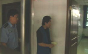 视频:谢东再次吸毒被行政拘留10天