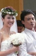 组图:蔡少芬张晋婚礼甜蜜拥吻幸福抛花球