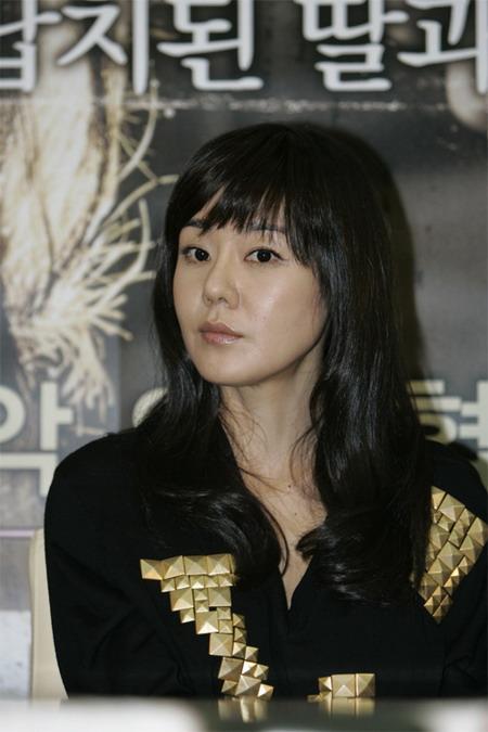 韩娱每周一星:大钟奖新科影后金允珍打拼历程