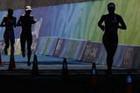 女子铁人三项手斯诺西尔夺冠