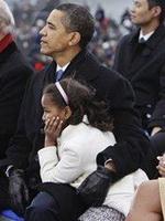 奥巴马轻揽小女儿